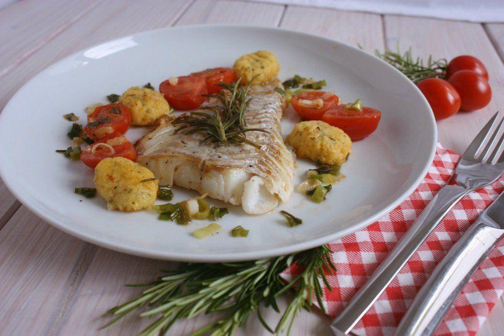 Kabeljau mit Polenta-Rosmaringnocchi und Sommergemüse